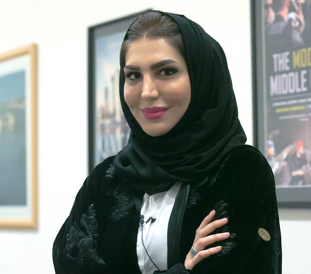 Dali arabic woman with bombastic ass in tight dress - 2 5