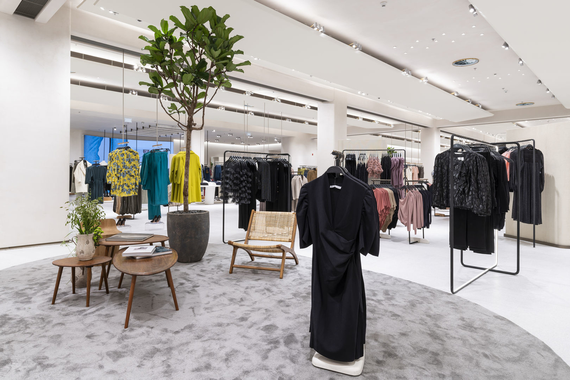 Zara Just Opened The Doors To Their Largest Store In Dubai Mall About Her